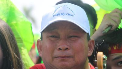 Giọt nước mắt hạnh phúc của Hiệu trưởng trường chuyên Phan Bội Châu