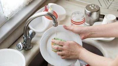 Sai lầm khi rửa bát 10 người 9 người mắc, rước họa vào nhà