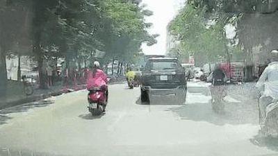 2 xe máy va quệt nhau trên đường do lấn làn, vượt ẩu