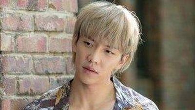 Lee Seung Gi bị chê khi mặc áo họa tiết, nhuộm tóc vàng hoe