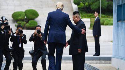 Tổng thống Trump nói chưa phải lúc đến Triều Tiên, nhưng hứa 'sẽ thăm'