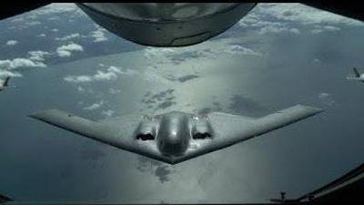 Cảnh hiếm khi F-35 tiếp nhiên liệu cho 'Bóng ma' B-2 Spirit