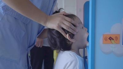 'Bác sĩ' robot kiểm tra sức khỏe cho trẻ mầm non mỗi sáng