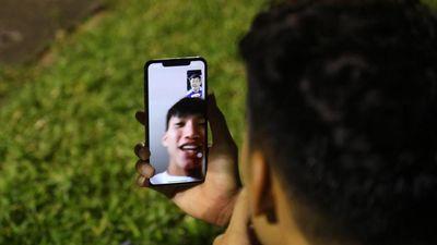 Gọi điện chúc mừng Hà Nội FC vô địch, Đoàn Văn Hậu bị trêu 'không được tiền thưởng'