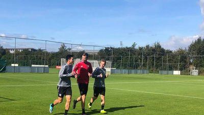 Văn Hậu tập cùng thần đồng Barcelona, sẵn sàng đá trận ra mắt Heerenveen