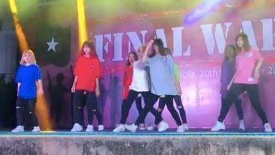 Sinh viên ĐH Greenwich nhảy liên khúc 'Cô gái mở đường - Đi đu đưa đi'