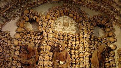 Đột nhập nơi chôn cất người chết rùng rợn nhất thế giới