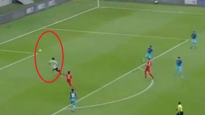 Sai lầm ngớ ngẩn của thủ môn khiến đội nhà thủng lưới ngay phút đầu trận đấu