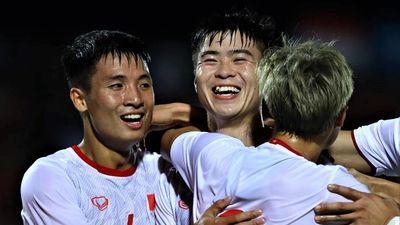 Duy Mạnh mở tỷ số cho tuyển Việt Nam từ tình huống cố định