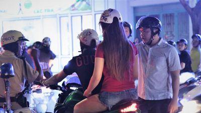 Hàng nghìn người đổ về trung tâm TP.HCM mừng tuyển VN thắng Indonesia