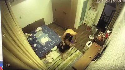 Hải Phòng: Phẫn nộ, cô gái bị chồng hờ lột đồ, đánh đập dã man