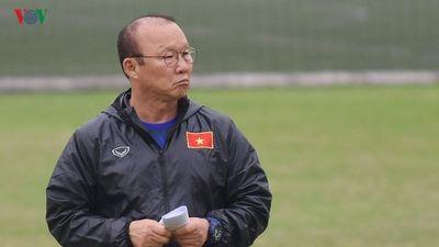 Clip: Thầy Park 'nổi đóa' khi phát hiện máy quay lén ĐT Việt Nam