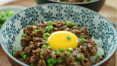 Cơm trứng sống bò băm - món ăn không phải ai cũng dám thử