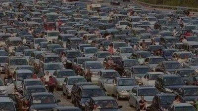 Tắc đường kỷ lục ở Trung Quốc: Ùn tắc 100km trong 21 ngày, 30.000 phương tiện kẹt cứng