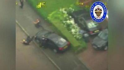 Kẻ cướp ôtô cán xe lên người cảnh sát Anh bị bắt