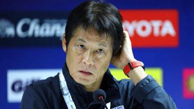 Akira Nishino khơi mào cuộc khẩu chiến với HLV Park