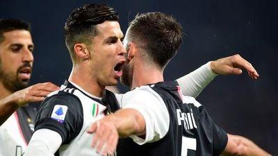 Juventus tặng quà độc, Ronaldo bùng nổ với bàn thắng 701