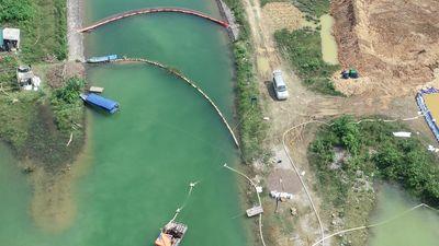Cận cảnh quá trình xử lý dầu thải ở đầu nguồn nước sông Đà