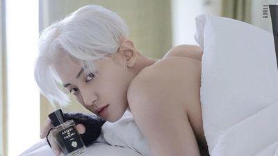 Chanyeol (EXO) chụp ảnh bán khỏa thân trên tạp chí