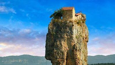 Người đàn ông 30 năm sống trên cột đá cheo leo 40 m