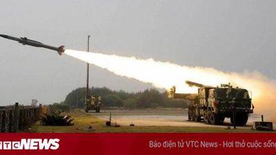 Khoảnh khắc S-400 của Nga tung hỏa lực 1 đòn diệt 8 mục tiêu di động