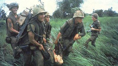 Ảnh vô cùng thảm khốc về chiến tranh Việt Nam của Larry Burrows