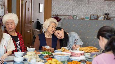 Review 'The Farewell' - Bộ phim gia đình Trung - Mỹ đẹp đẽ
