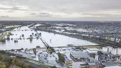 Anh: Mưa lớn khiến nhiều nơi bị ngập úng nghiêm trọng