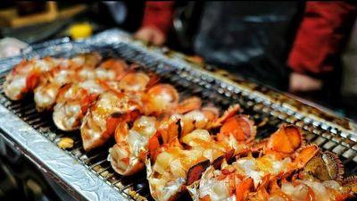 Tôm hùm nướng phô mai nổi tiếng trên đường phố Hàn Quốc