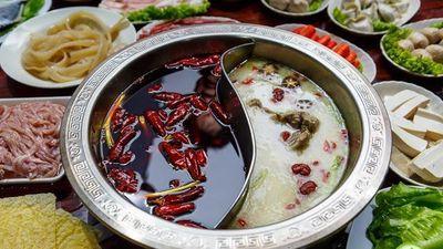 Bí quyết nấu lẩu gà 2 vị kiểu Trung Quốc
