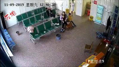 'Ô tô điên' xông vào tận bệnh viện tông người