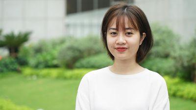 Cổ động viên nữ Việt Nam khen cầu thủ UAE đẹp trai