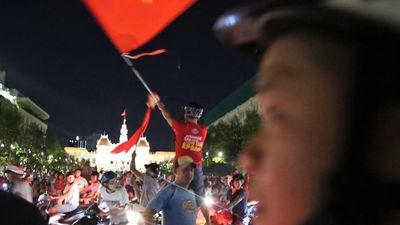 CĐV Sài Gòn xuống đường mừng chiến thắng trước UAE