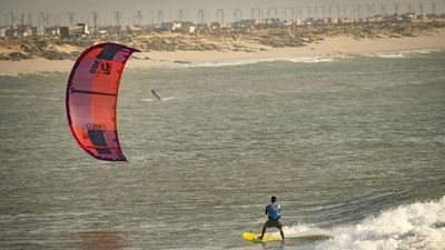 Lướt sóng và nhảy dù ở khu vực tranh chấp Tây Sahara