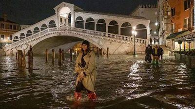 Thủy triều kỷ lục nhấn chìm nhiều địa danh nổi tiếng tại Venice