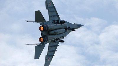 Tiêm kích MiG-29K 'va phải chim', bốc cháy ngùn ngụt trên trời