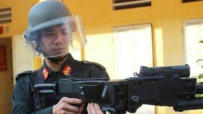 'Ông tổ' của 'súng bẻ góc' Cảnh sát đặc nhiệm Việt Nam đang sử dụng