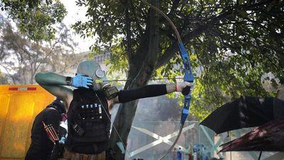Biểu tình Hong Kong xuất hiện vũ khí tự chế, cung tên sát thương thế nào?