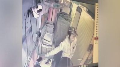 Trộm điện thoại bị bắt quả tang, nam thanh niên nhận cái kết đắng
