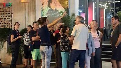 Hướng dẫn viên người nước ngoài ngang nhiên dẫn khách ở Hà Nội