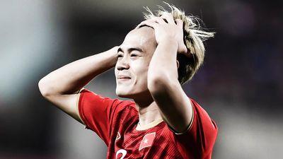Văn Toàn bỏ lỡ cơ hội ghi bàn trước Thái Lan