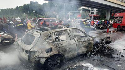 Nữ sinh kể khoảnh khắc thoát chết khi Mercedes tông 3 xe máy