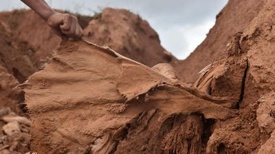 Vải địa kỹ thuật rách toạc ở vòng xoay cao tốc 34.500 tỷ