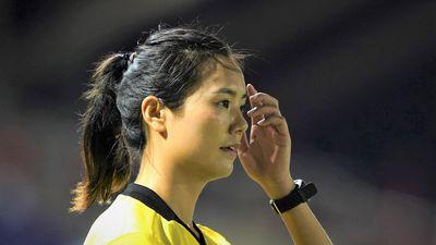 Trọng tài xinh đẹp làm nhiệm vụ ở trận tuyển nữ Việt Nam - Philippines