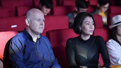 Thu Minh và chồng Tây tình cảm tại buổi tổng duyệt Hoa hậu Hoàn vũ