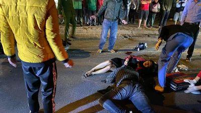 Hiện trường hai xe máy tông nhau 3 người nguy kịch tại Hà Nội