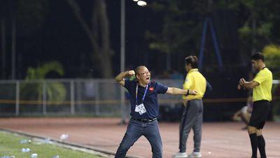 Nhìn gần biểu cảm đa dạng của ông Park trận đấu Thái Lan