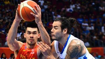 Cầu thủ cao hơn 2 m tiếp tục tỏa sáng cùng bóng rổ Việt Nam