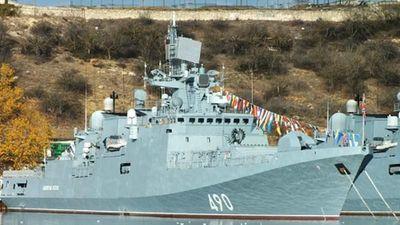 Loạt tàu chiến Hạm đội Biển Đen Nga hội quân, chuẩn bị nhả đạn?