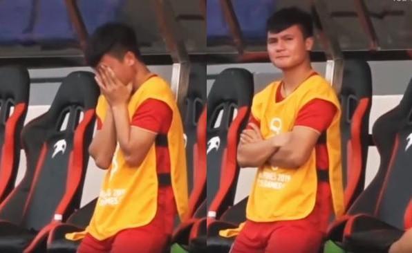 Clip: Quang Hải nghẹn ngào khóc trên băng ghế dự bị